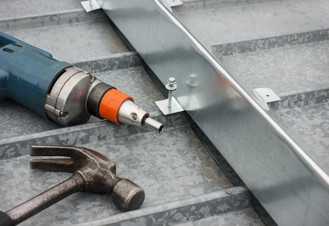 4 Tips for Repairing Metal Roofs